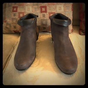 Ecco ladies mid cut zip boots